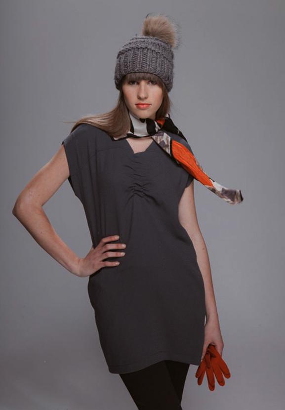 mónica lavandera-vestido gris