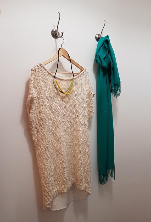top-ioanna kourbela-colar-foulard
