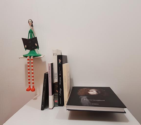 escultura móvil lectora